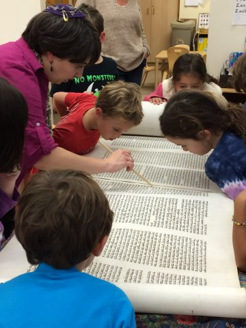 The Mayim Learning Model - Children reading Torah